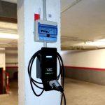Punto de recarga para coche eléctrico en garaje comunitario