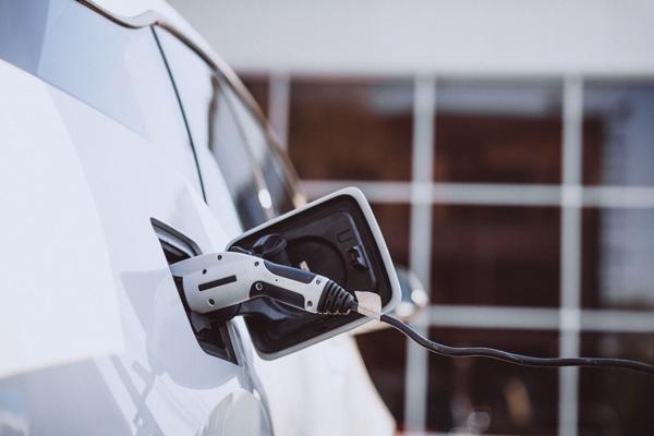 Duda comprar coche electrico: punto de recarga